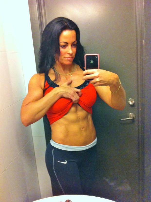 adriana kuhl, abs,fitness